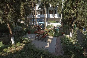 """Гостевой дом """"Уютный"""", Краснофлотская улица, 9 на 14 комнат - Фотография 1"""