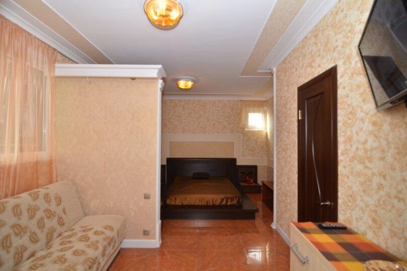 """2-комнатный номер """"Престиж"""", улица Бедненко, 57, Рыбачье - Фотография 1"""