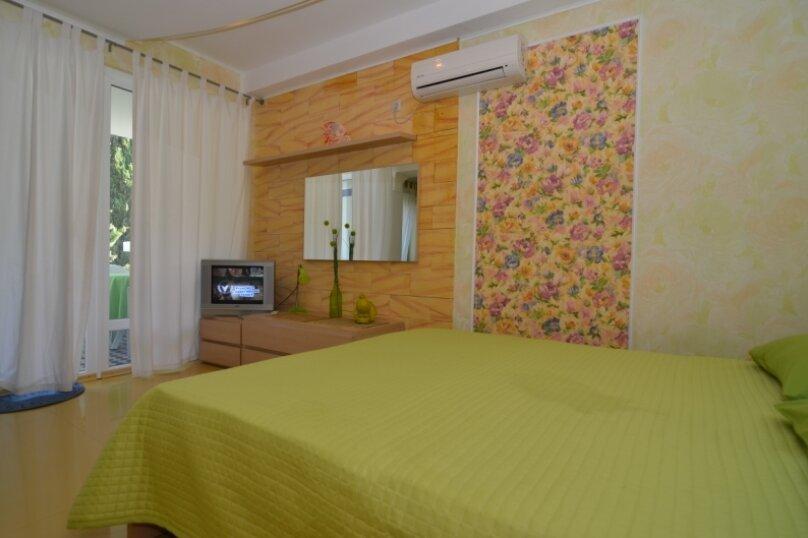 "1-комнатный номер ""Канары"", улица Бедненко, 57, Рыбачье - Фотография 2"