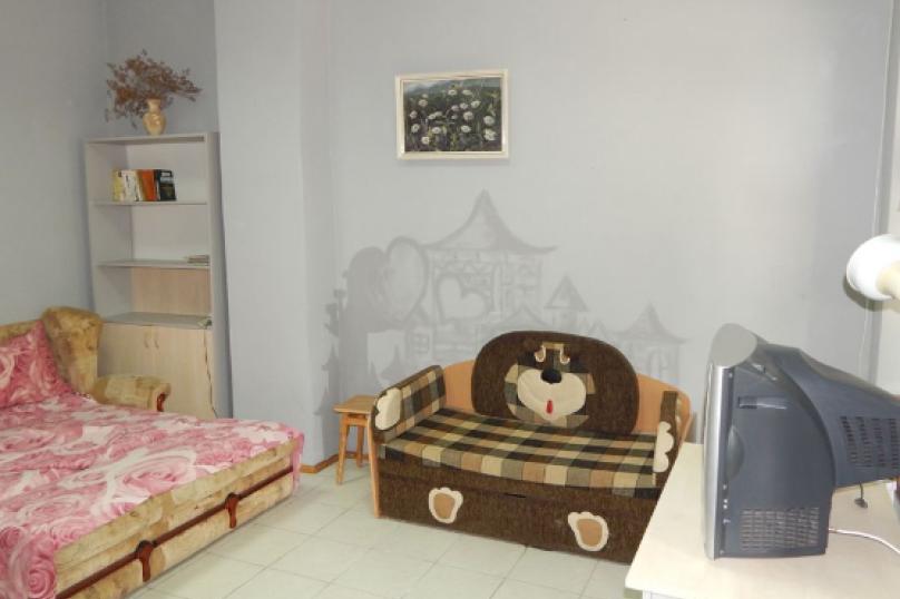 Квартира в первой линии от моря, Революционная улица, 12 на 1 номер - Фотография 3