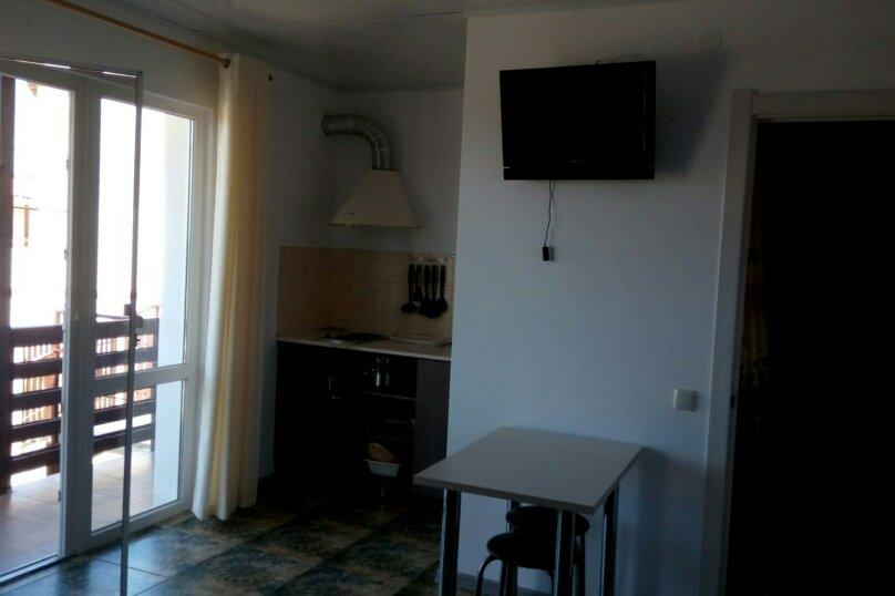 Гостевой дом  на 3 номера  до моря 7 минут с кухней в каждом номере, улица 8-го Марта, 3, поселок Орджоникидзе, Феодосия - Фотография 1