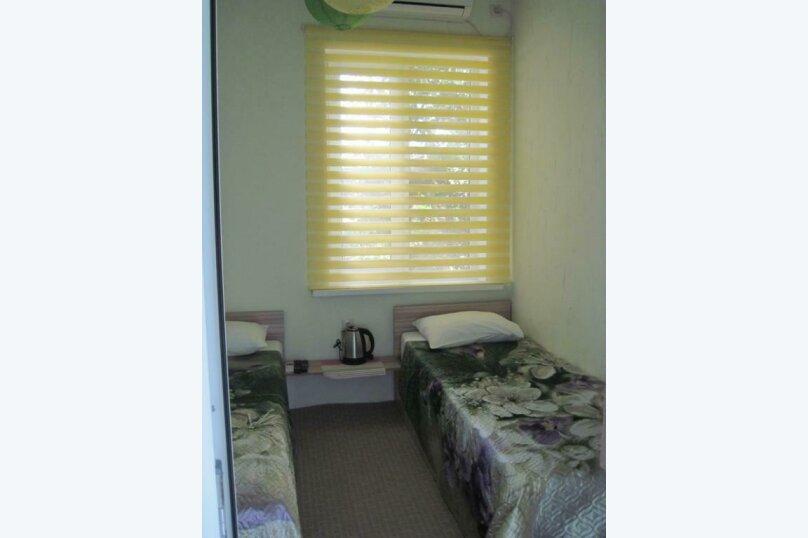 Двухместный номер эконом-класса с 2 отдельными кроватями и общей ванной комнатой, п. Молочный, б/н, Пицунда - Фотография 3