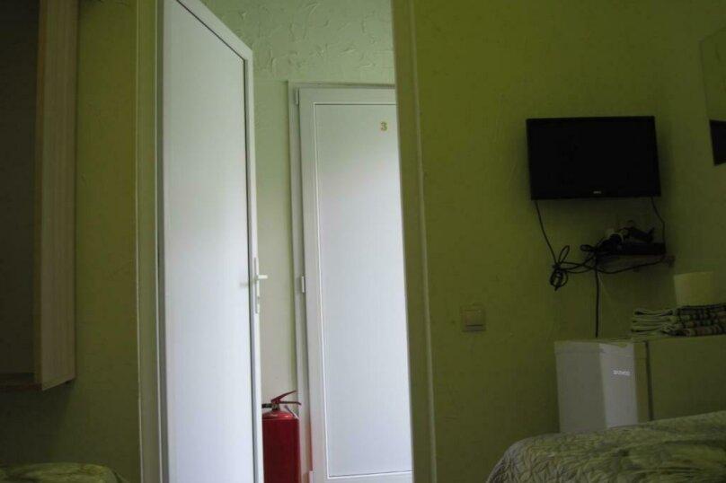 Двухместный номер эконом-класса с 2 отдельными кроватями и общей ванной комнатой, п. Молочный, б/н, Пицунда - Фотография 4
