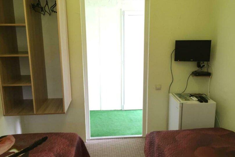 Двухместный номер эконом-класса с 2 отдельными кроватями и общей ванной комнатой, п. Молочный, б/н, Пицунда - Фотография 7