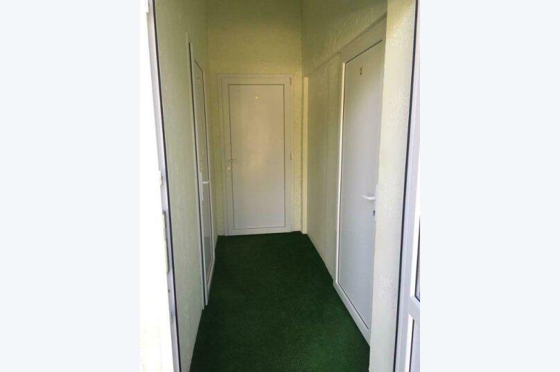 Двухместный номер эконом-класса с 2 отдельными кроватями и общей ванной комнатой, п. Молочный, б/н, Пицунда - Фотография 8