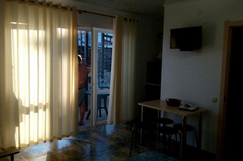 """Гостевой дом """"На 8 Марта 3"""", улица 8-го Марта, 3 на 3 комнаты - Фотография 22"""
