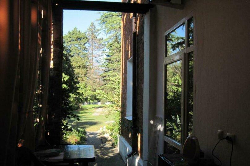 Двухместный номер эконом-класса с балконом, п. Молочный, б/н, Пицунда - Фотография 2
