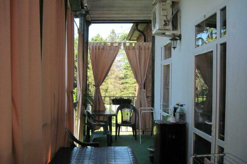 Двухместный номер эконом-класса с балконом, п. Молочный, б/н, Пицунда - Фотография 6