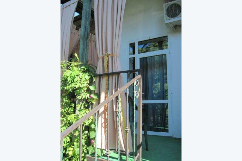 Двухместный номер эконом-класса с балконом, п. Молочный, б/н, Пицунда - Фотография 7