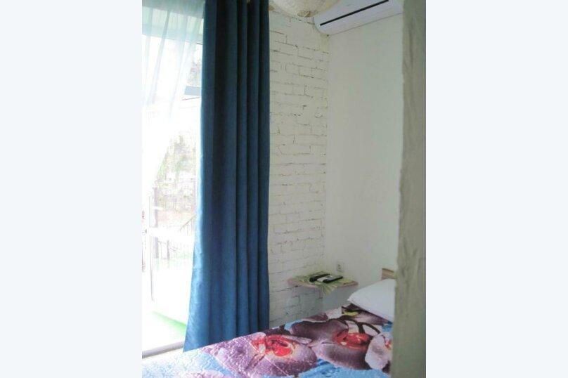 Двухместный номер эконом-класса с балконом, п. Молочный, б/н, Пицунда - Фотография 10