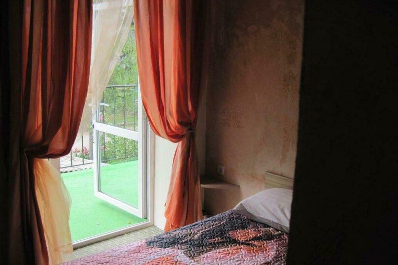 Двухместный номер эконом-класса с балконом, п. Молочный, б/н, Пицунда - Фотография 15
