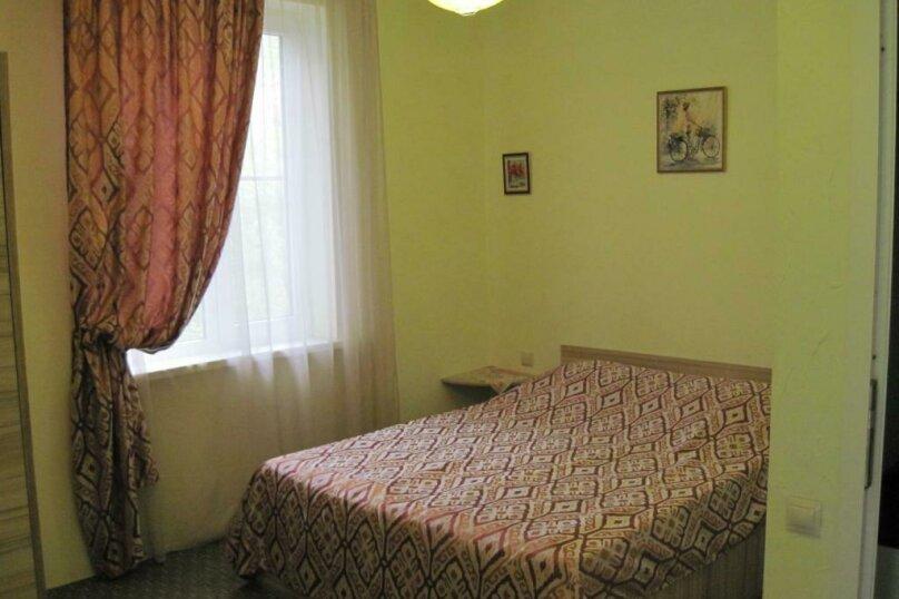 Двухместный номер с двуспальной кроватью и дополнительной кроватью, п. Молочный, б/н, Пицунда - Фотография 2