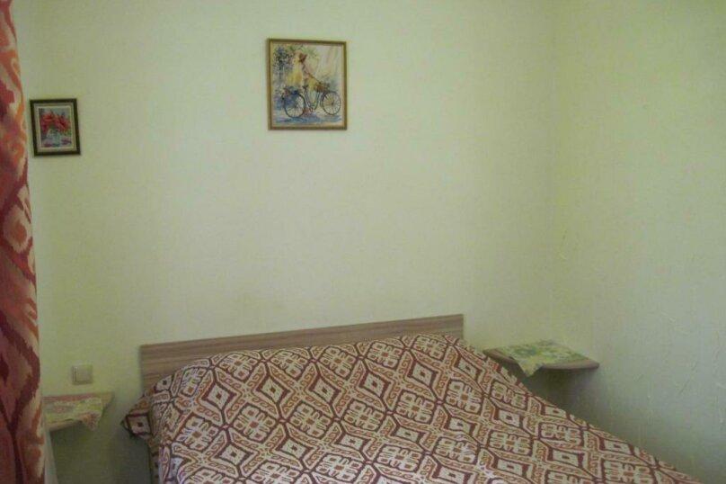 Двухместный номер с двуспальной кроватью и дополнительной кроватью, п. Молочный, б/н, Пицунда - Фотография 4