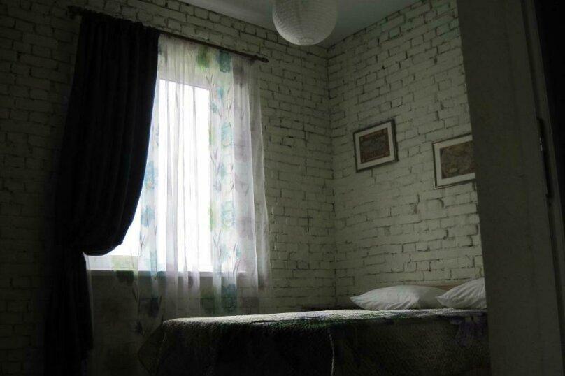 Двухместный номер с двуспальной кроватью и дополнительной кроватью, п. Молочный, б/н, Пицунда - Фотография 6