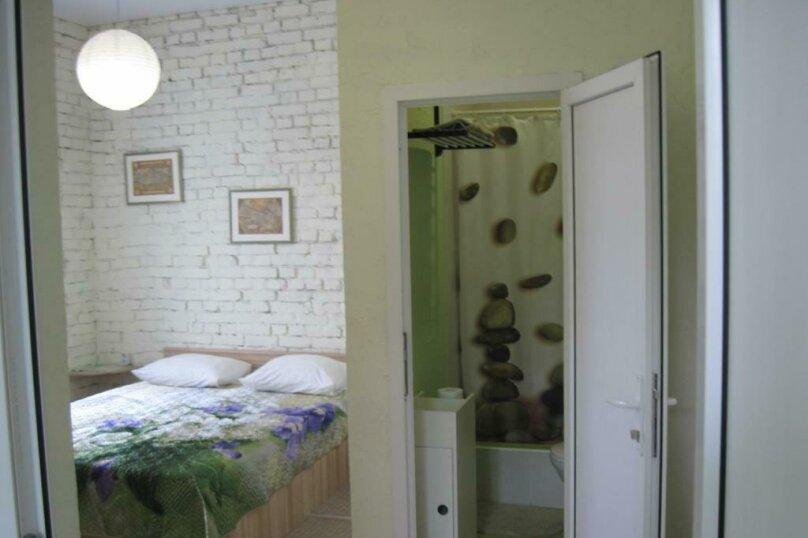 Двухместный номер с двуспальной кроватью и дополнительной кроватью, п. Молочный, б/н, Пицунда - Фотография 7