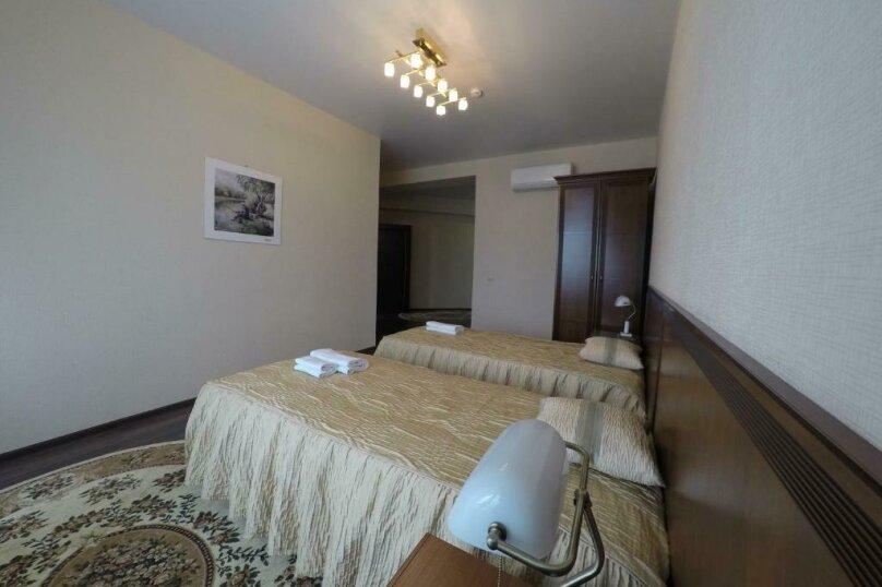 апартаменты 412  3х комнатные 4х местные, улица Когония, 63, Сухум - Фотография 3