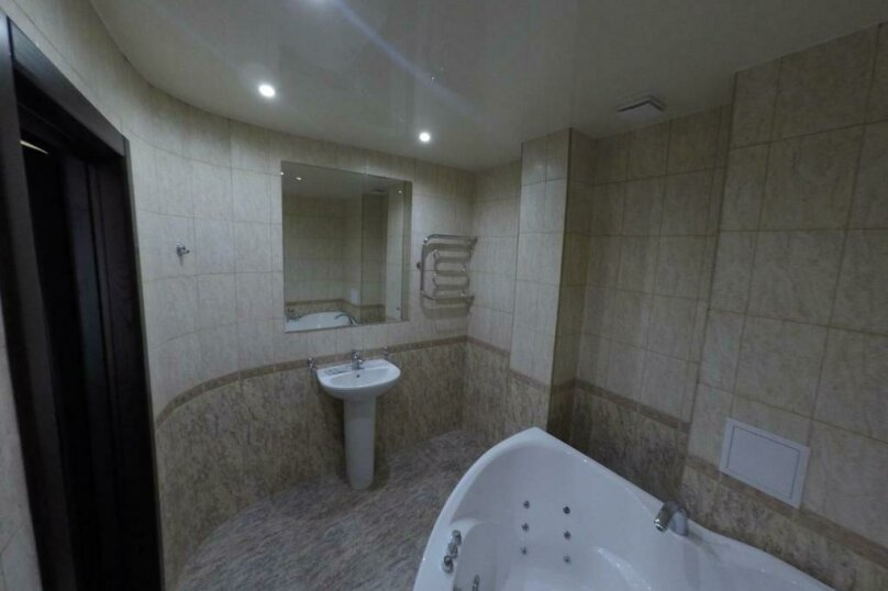 апартаменты 412  3х комнатные 4х местные, улица Когония, 63, Сухум - Фотография 6