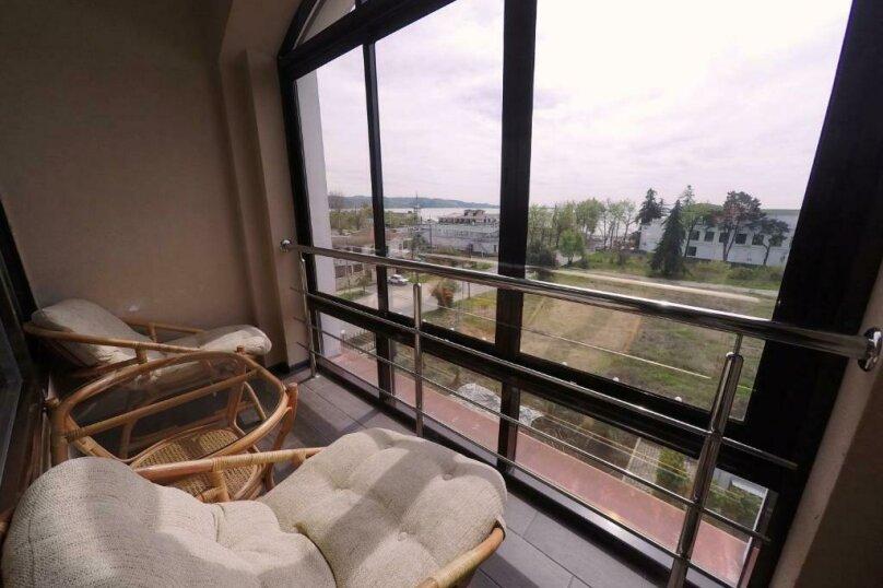 411 номер люкс 2х комнатный 2х местный, улица Когония, 63, Сухум - Фотография 3