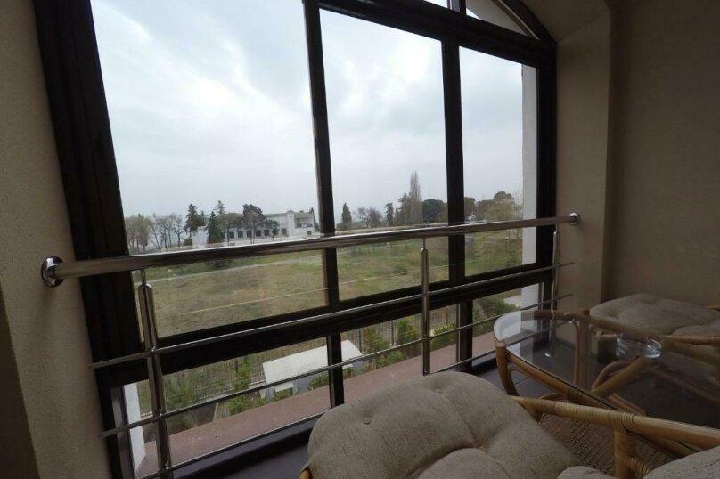 411 номер люкс 2х комнатный 2х местный, улица Когония, 63, Сухум - Фотография 11