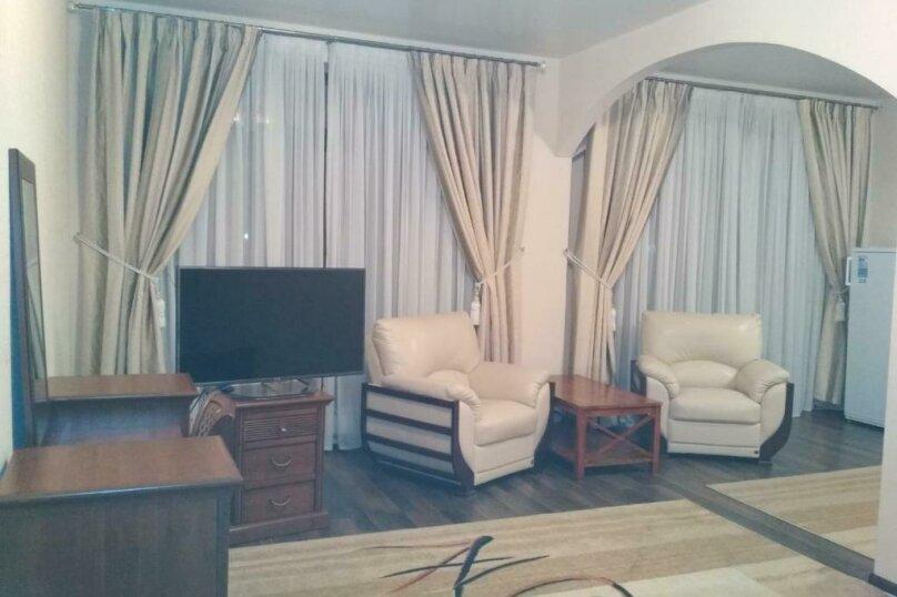 411 номер люкс 2х комнатный 2х местный, улица Когония, 63, Сухум - Фотография 12