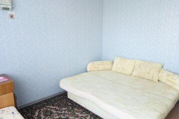 2-комн. квартира, 62 кв.м. на 5 человек, улица Димитрова, 1, Черноморское - Фотография 1