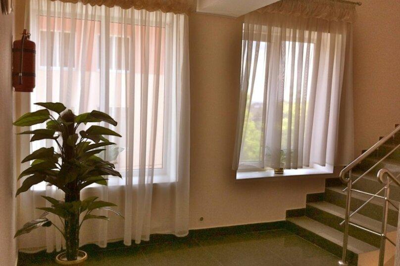 Гостевой дом «Адель», улица 70 лет Октября, 2А на 9 комнат - Фотография 2