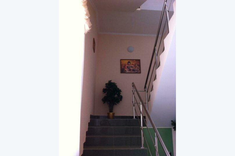 Гостевой дом «Адель», улица 70 лет Октября, 2А на 9 комнат - Фотография 5