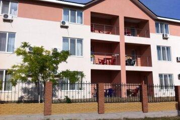 Гостевой дом «Адель», улица 70 лет Октября, 2А на 9 комнат - Фотография 1