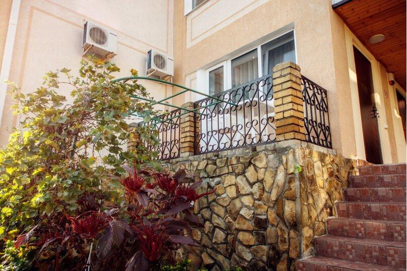 №1. Одна комната, двухместная с отдельным входом, с двуспальной кроватью, с балконом. , Пограничная, 7, Геленджик - Фотография 1