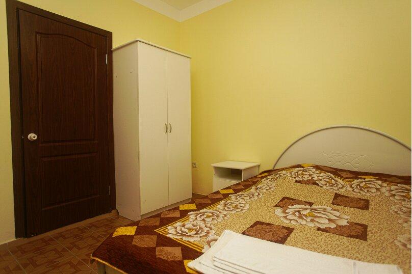 Двух местный номер с балконом (комфорт),  улица Мира, 6, Криница - Фотография 3