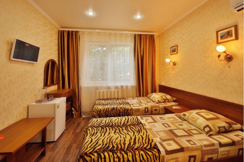 №5.Одна комната, 18 кв.м., двухместная.Второй этаж., Пограничная, 7, Геленджик - Фотография 1