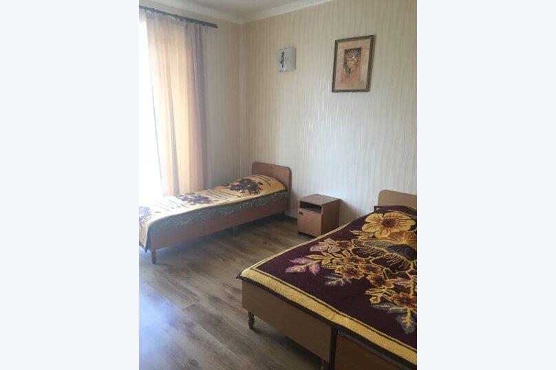 Этаж дома, состоящий из 3-х номеров, кухни и санузла, Жуковского, 49, Коктебель - Фотография 3