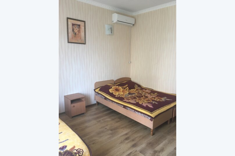 Этаж дома, состоящий из 3-х номеров, кухни и санузла, Жуковского, 49, Коктебель - Фотография 4