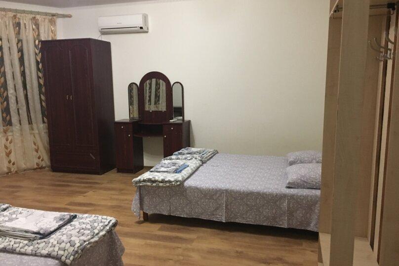 Этаж дома, состоящий из 3-х номеров, кухни и санузла, Жуковского, 49, Коктебель - Фотография 18