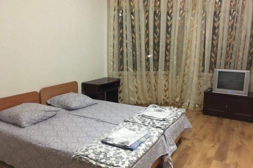 Этаж дома, состоящий из 3-х номеров, кухни и санузла, Жуковского, 49, Коктебель - Фотография 20