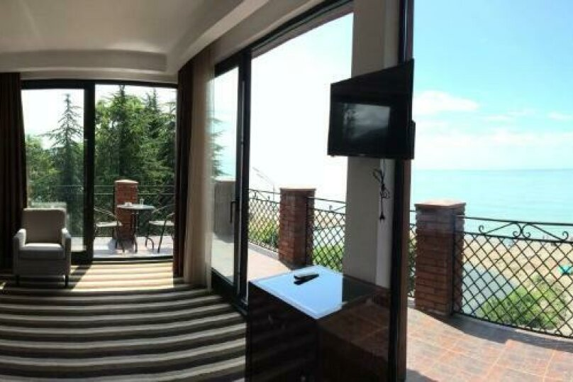 Люкс с видом на море, улица Лакоба, 14Б, Новый Афон - Фотография 1