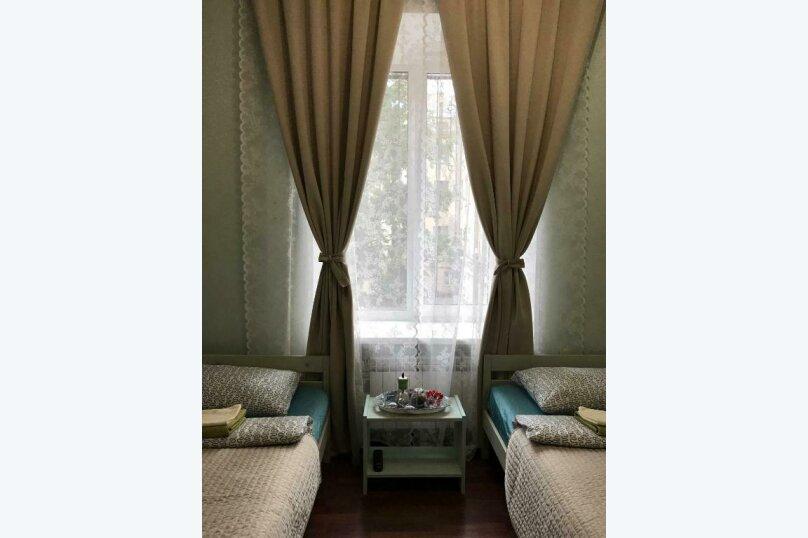 Двухместный номер с 2 отдельными кроватями и общей ванной комнатой, Малая Морская улица, 8, Санкт-Петербург - Фотография 2