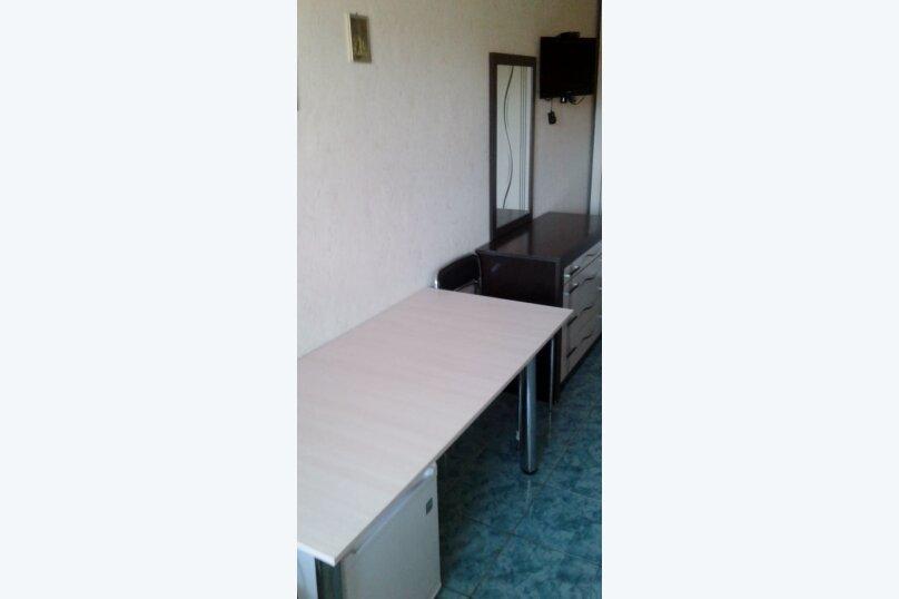 Двухместный: Комната, Стандарт, 2-местный, 1-комнатный, улица Красных Партизан, 68, Геленджик - Фотография 2