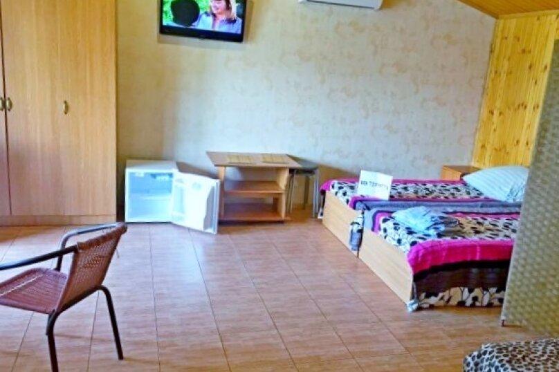 Четырехместный: Комната, Стандарт, 4-местный, 1-комнатный, улица Красных Партизан, 68, Геленджик - Фотография 2