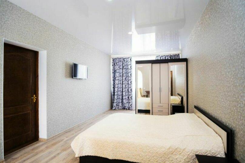 Комната с одной двухспальной кроватью , Насыпная, 8Ж, Феодосия - Фотография 1