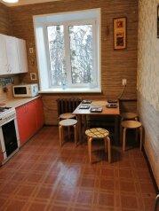 2-комн. квартира, 60 кв.м. на 6 человек, проспект Гагарина, 108, Нижний Новгород - Фотография 1
