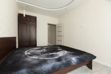 1-комн. квартира, 65 кв.м. на 6 человек, улица Разведчика Ахмерова, 5, Казань - Фотография 1