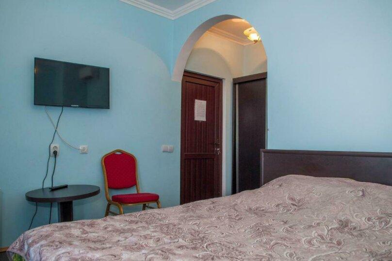 Двухместный номер с удобствами Синий, Морская улица, 56, Сухум - Фотография 2