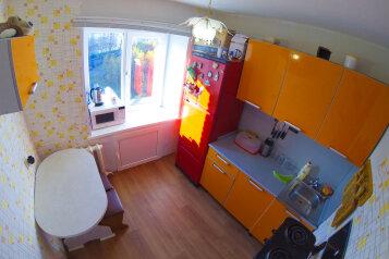 1-комн. квартира, 32 кв.м. на 3 человека, улица 50 лет Октября, 5, Кировск - Фотография 1