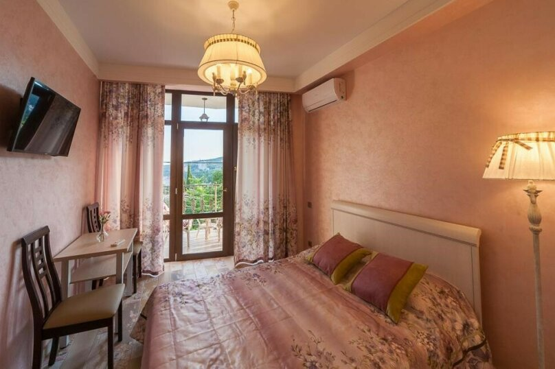 Однокомнатная с балконом, Афанасия Никитина, 10а, Гурзуф - Фотография 1