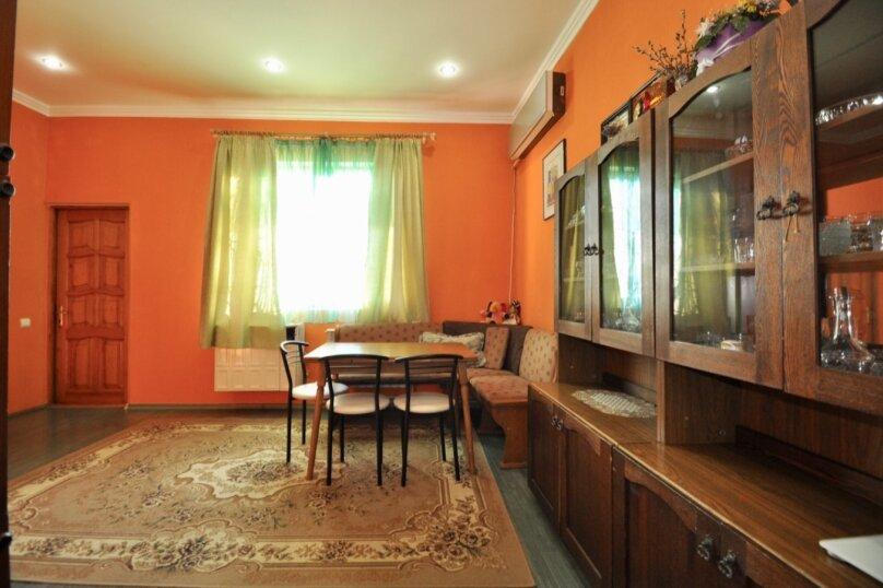 Отдельно стоящий домик с закрытой территорией, 110 кв.м. на 10 человек, 3 спальни, улица Дмитриева, 16А, Ялта - Фотография 29