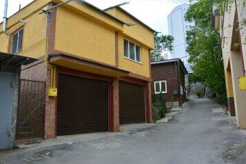 Дом, 86 кв.м. на 4 человека, 2 спальни, Сосновая улица, 48а, Ялта - Фотография 1