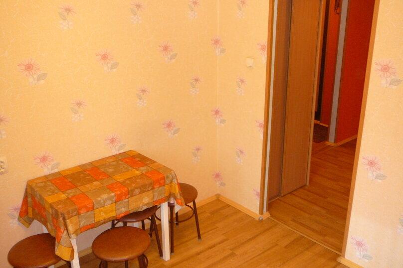 2-комн. квартира, 57 кв.м. на 4 человека, Мельничная улица, 24, Тюмень - Фотография 2