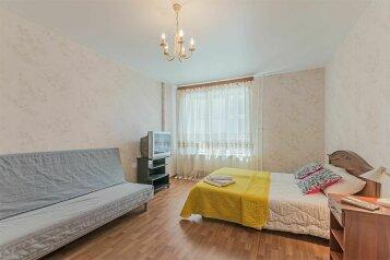 1-комн. квартира, 40 кв.м. на 4 человека, проспект Луначарского, 11к1, Санкт-Петербург - Фотография 1