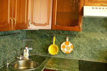 2-комн. квартира, 53 кв.м. на 4 человека, Мельничная улица, 24, Тюмень - Фотография 1